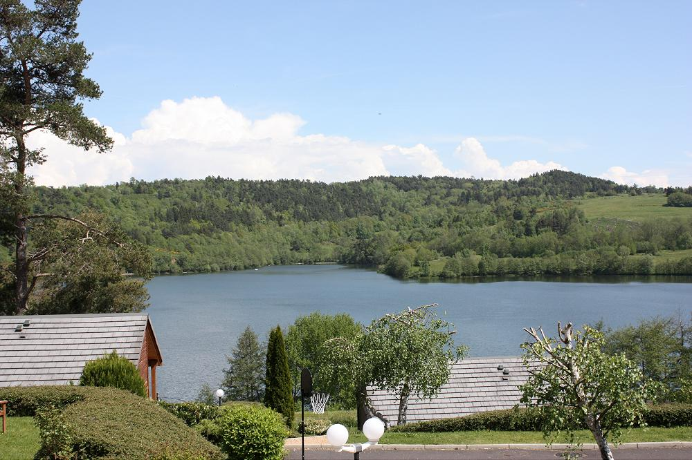 Camping auvergne avec piscine lac for Camping clermont ferrand avec piscine